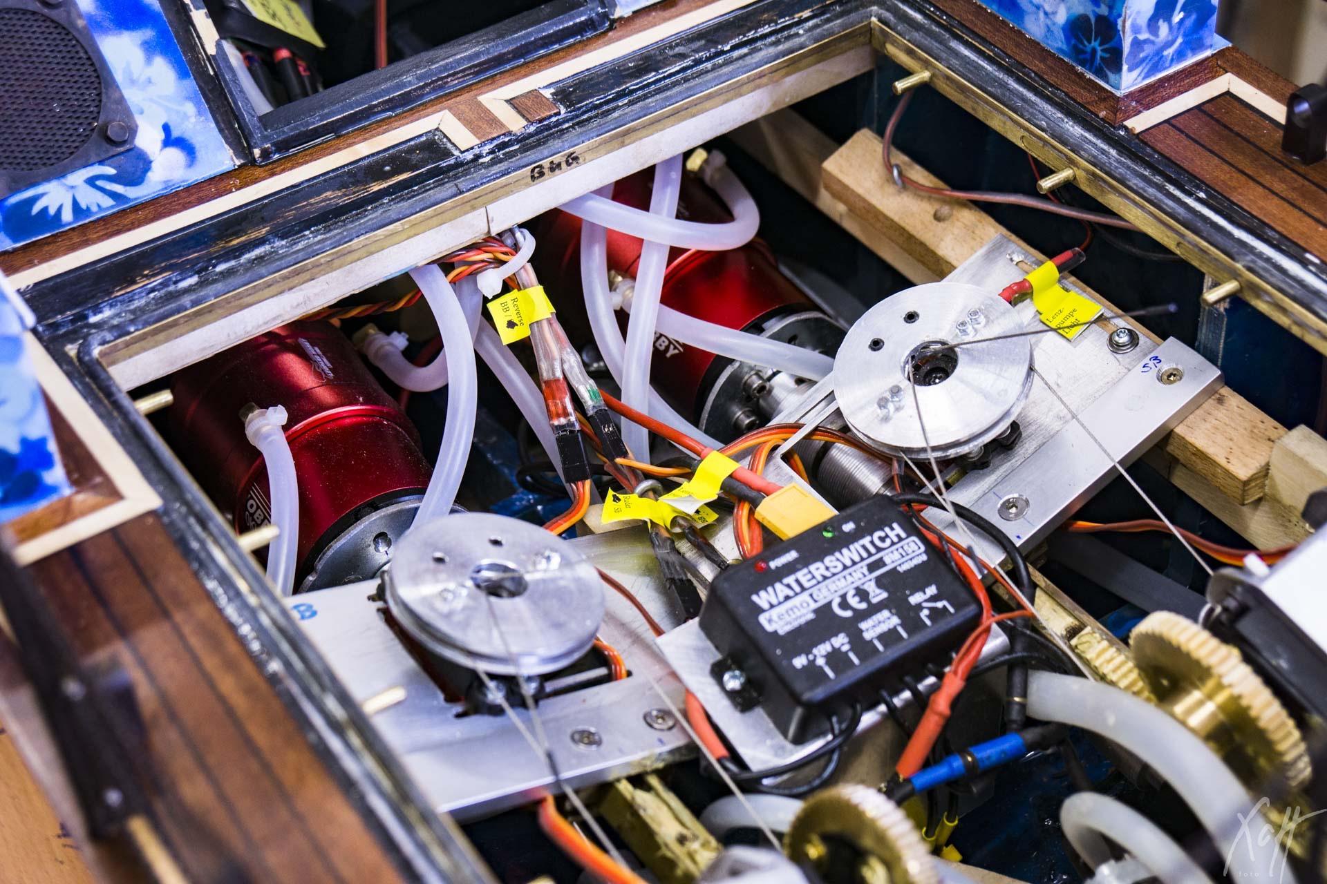 684_Stridsbat90_Beide_Motoren_installier